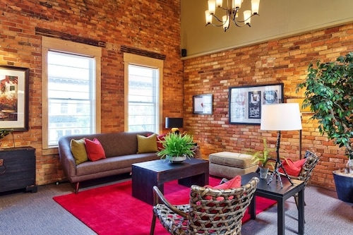 Spacious Loft Retreat in Heart of Historic Downtown Hendersonville