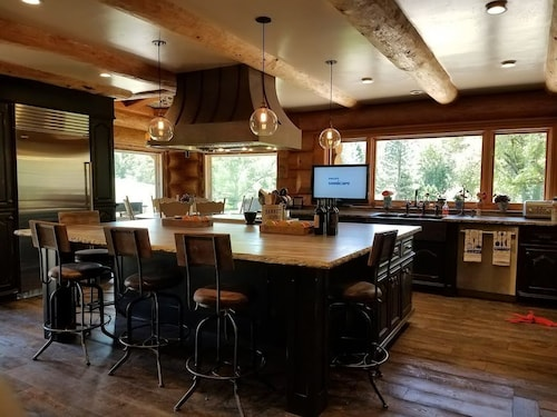 Great Place to stay Beautiful Custom LOG Home IN Wine Country near Fiddletown