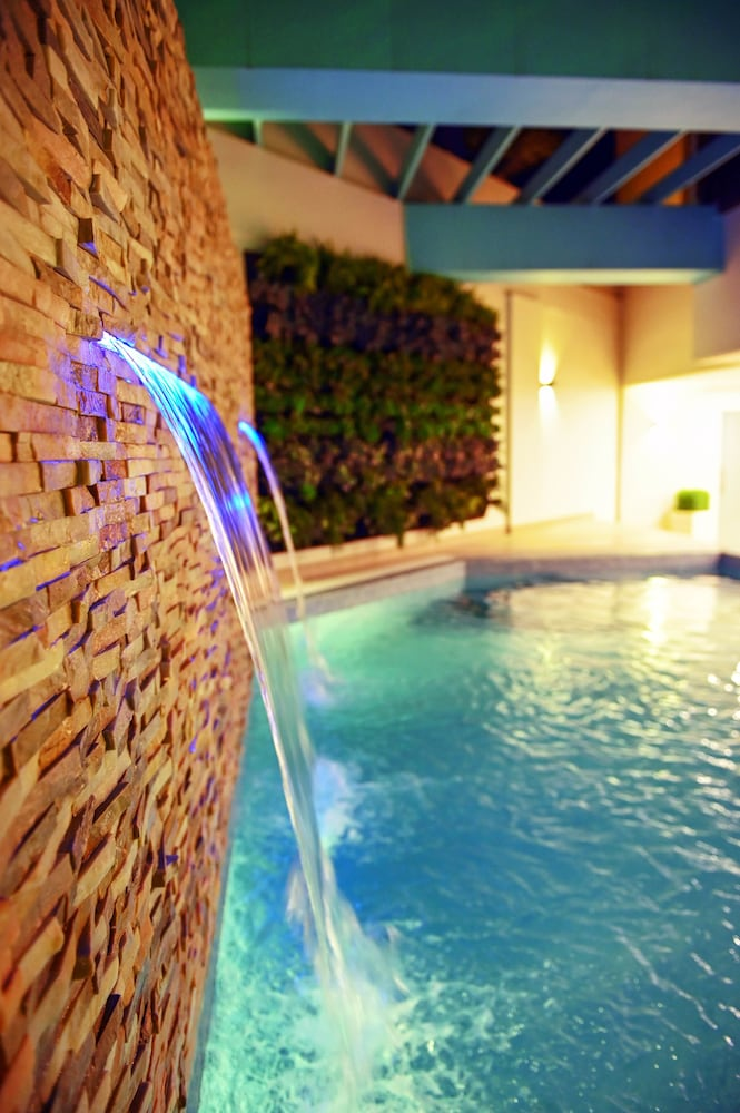 Outdoor Pool, Meshal Hotel & Spa