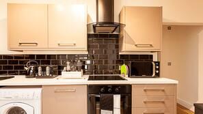 Geladeira, micro-ondas, fogão, lava-louças