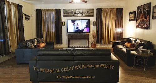Great Place to stay ALL New! Whimsical Travelers Retreat, Another Stylish Vacation Rental! Christmas near Goodyear