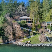 Newly Listed! Waterfront Near Roche Harbor! Water Access! HOT Tub!