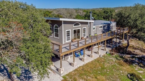 Great Place to stay Sandy Point Retreat near Wimberley
