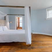 Historic 1800s Judge's Mansion: Blue Suite #3