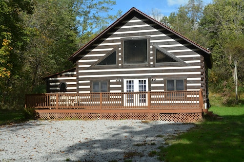 Relaxing Log Cabin Sleeps 6