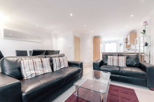 Roomspace Apartments -Sandfield Court