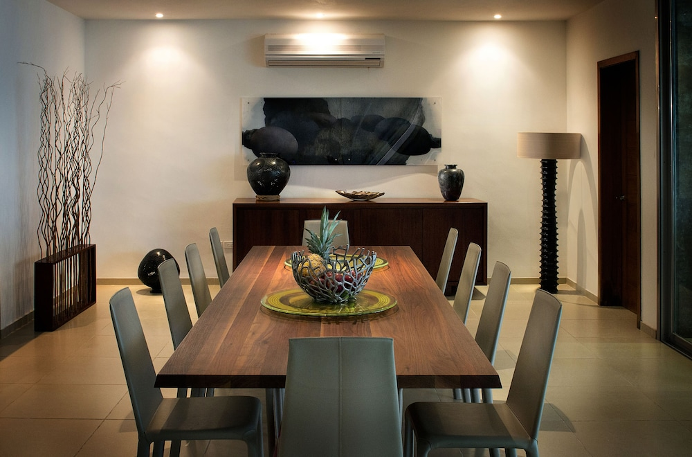 In-Room Dining, Beachfront Upscale House in Telchac
