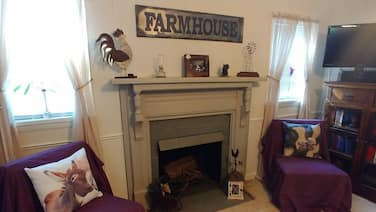 NEW Listing Black Dog Farmhouse Pet Friendly