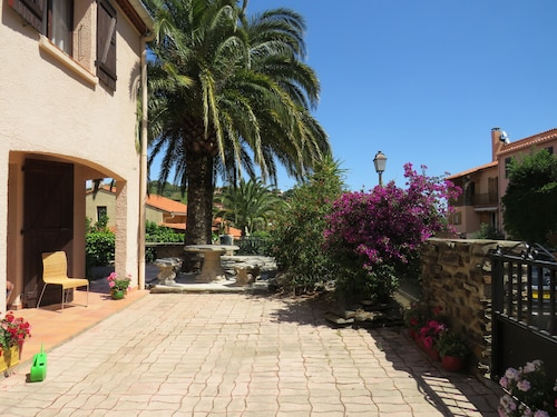 A Quiet Villa With Heated Pool, Terrace, 10 Mins From the Beach