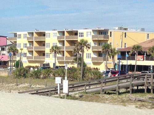 Steps to Beach! - Availability! Gated Garage! Family Friendly. Large Unit