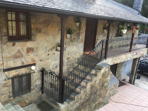 House With 2 Bedrooms in Ponferrada, With Wonderful Mountain View, Enclosed Garden and Wifi