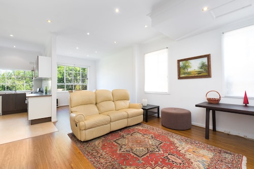 Family House Minutes to Bondi Beach