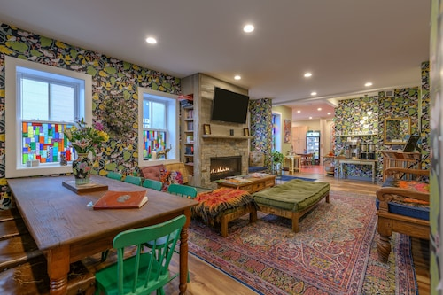 Great Place to stay Black Elephant Hostel near Portland
