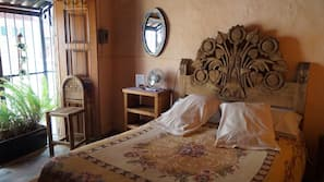 Mobiliario individual, wifi gratis, ropa de cama