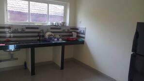 Geladeira, cooktop, chaleira elétrica
