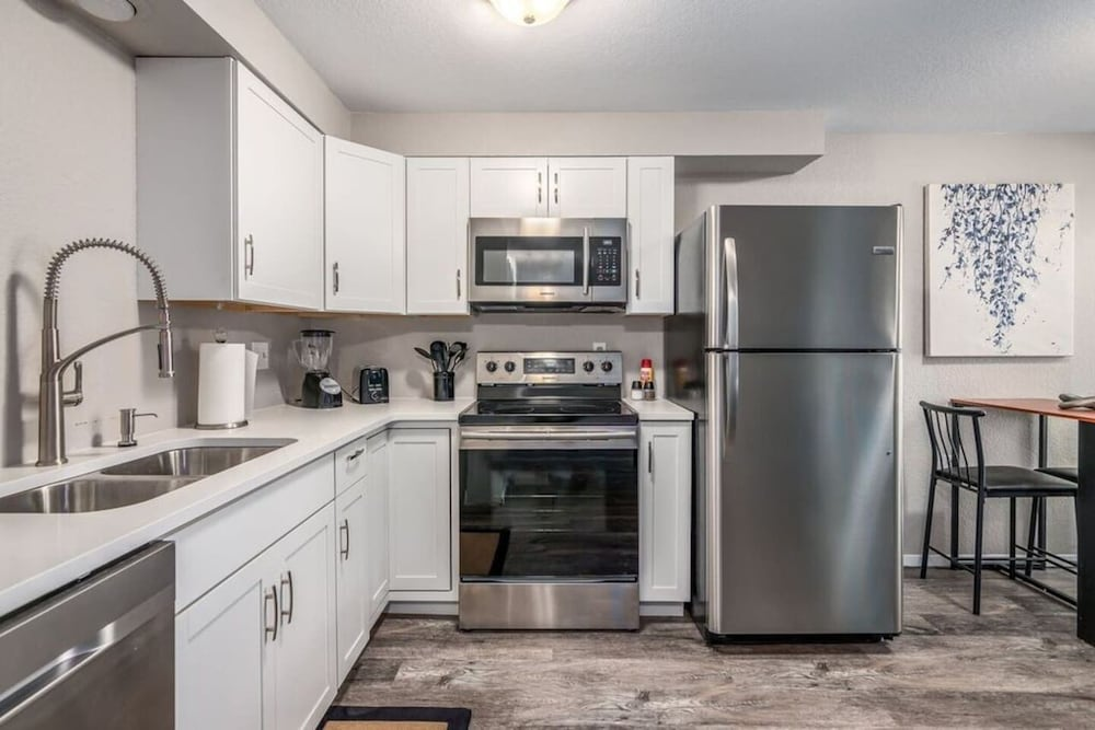 Private Kitchen, Spokane Valley Condo! Short Drive to Downtown!