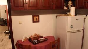 Réfrigérateur, fourneau de cuisine