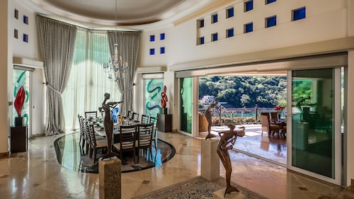 Penthouse For Rent With Ocean, Beach And Tropical Forest Views
