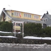White Salmon Big Yellow House  Holiday home 3 BestStayz.1