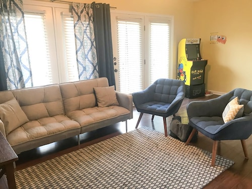 Raleigh Downtown & Ncsu Area + Comfy Practical Space w/ Arcade Style Pac-man