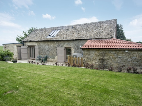 2 Bedroom Accommodation in Chedworth, Near Cirencester