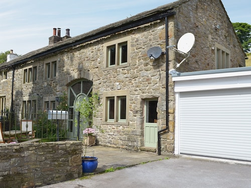 5 Bedroom Accommodation in Newchurch-in-pendle, Near Barrowford