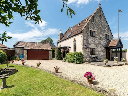 4 Bedroom Accommodation in Farmborough, Near Bath
