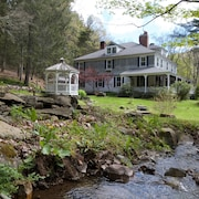 Distanced, Clean & Well-stocked Catskills Home 8br, 8 Bath, Wifi, Dog-friendly