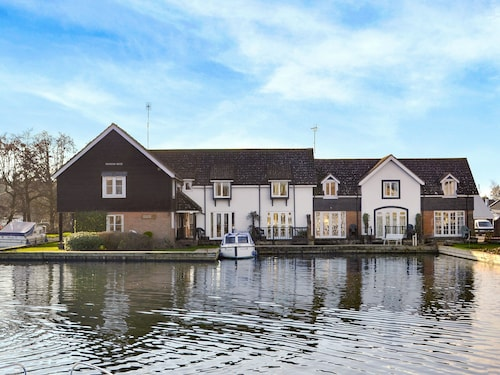 2 Bedroom Accommodation in Wroxham