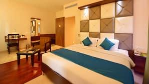 20 bedrooms, Egyptian cotton sheets, premium bedding, down duvets