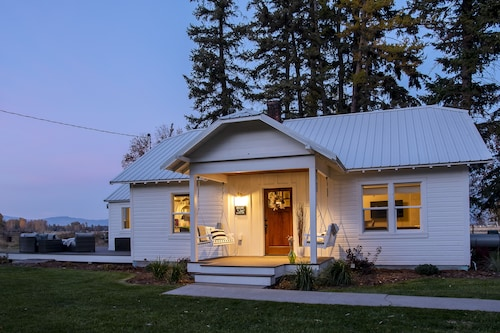 Modern Farmhouse- Conveniently Located in Kalispell