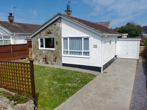 2 Bedroom Accommodation in Moelfre