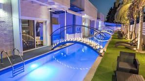 3 indoor pools, outdoor pool, sun loungers