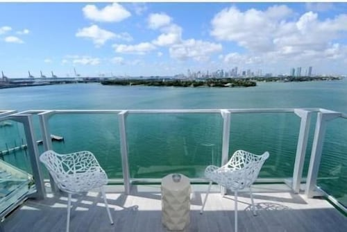 5 Star Condo/hotel South Beach 2bed/2bath Corner Unit! Best Priced! BAY Views!!
