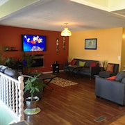 Niagara Falls Entire Bungalow is Minutes Away From all the Adventure and fun