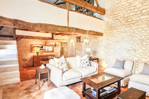 Year-round Charming Loire Valley Country Loft Near Historic Chinon & Richelieu