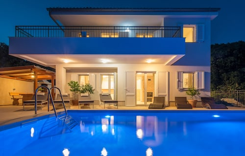 Holiday Home for 8 Guests With 250m² in Cres