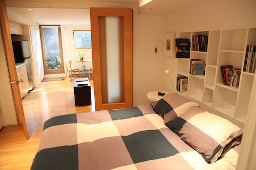 Lovely, Modern Apartment in Park Slope, Brooklyn