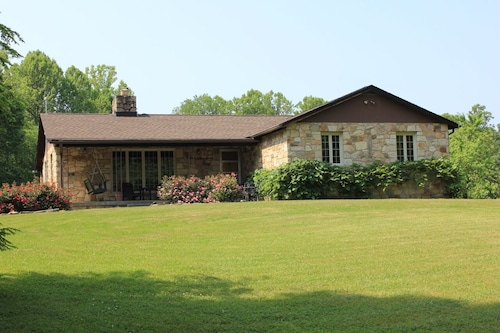 Stone Lodge on 25 Ac., 1 mi. From Downtown Fayetteville, 2 mi. From NRG Bridge