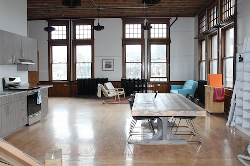 Gorgeous Renovated Loft IN 1892 Schoolhouse