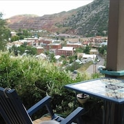Stunning View~artist Owned, Colorful, Quirky and pet Friendly to Boot