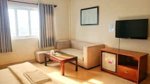 Hypo-allergenic bedding, pillowtop beds, minibar, desk
