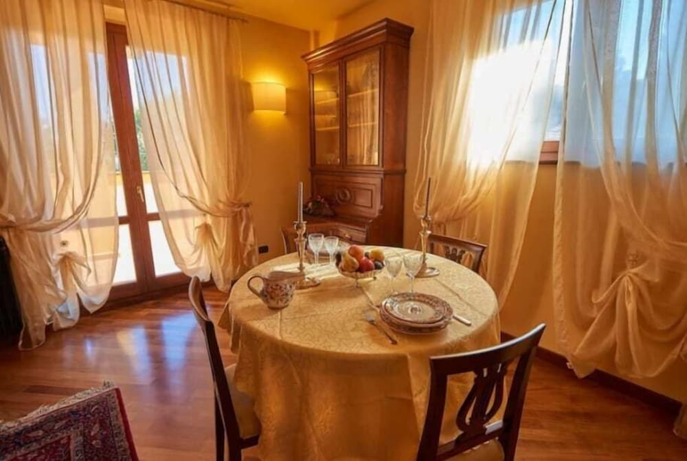 In-Room Dining, Villa Pali