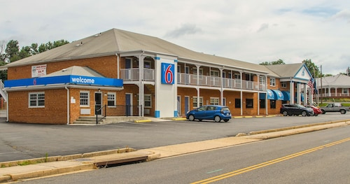 Motel 6 Falls Church, VA – Arlington Boulevard