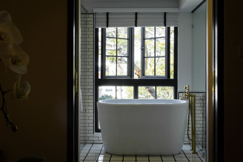 Deep Soaking Bathtub, Mora Boutique Hotel