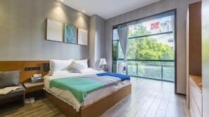 高級寢具、羽絨被、特厚豪華床墊、保險箱