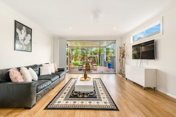 Double Storey Sydney Home Near Sydney Uni