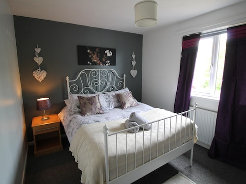 Holgate Close 3 Bedroom House by Cardiff Holiday Homes