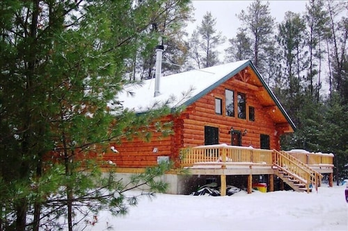 Unique Handmade Log Cabin: Unplug and Feel the Peace. Ask About our Specials
