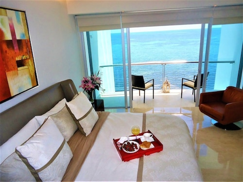Ocean View Luxury Beachfront 3 Bedroom Apartment